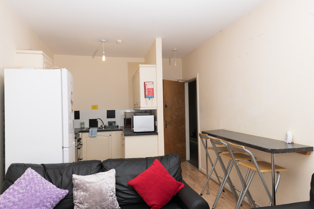 Ormskirk Student Accommodation, Burscough Street property – kitchen with breakfast bar