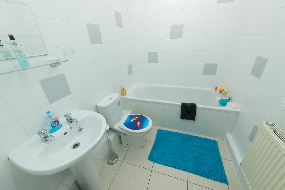 Ormskirk Student Accommodation, Burscough Street property – modern spacious bathroom