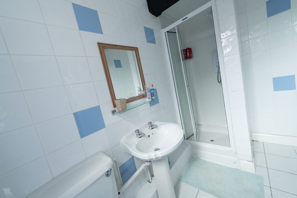 Church Street Property, Ormskirk - Student House - shower/toilet/bathroom